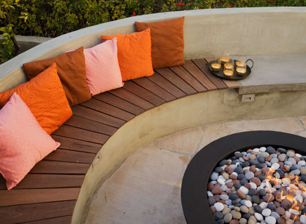 Mangaris Wood Slats Tie into the Fence and Define the Fire Bowl Area