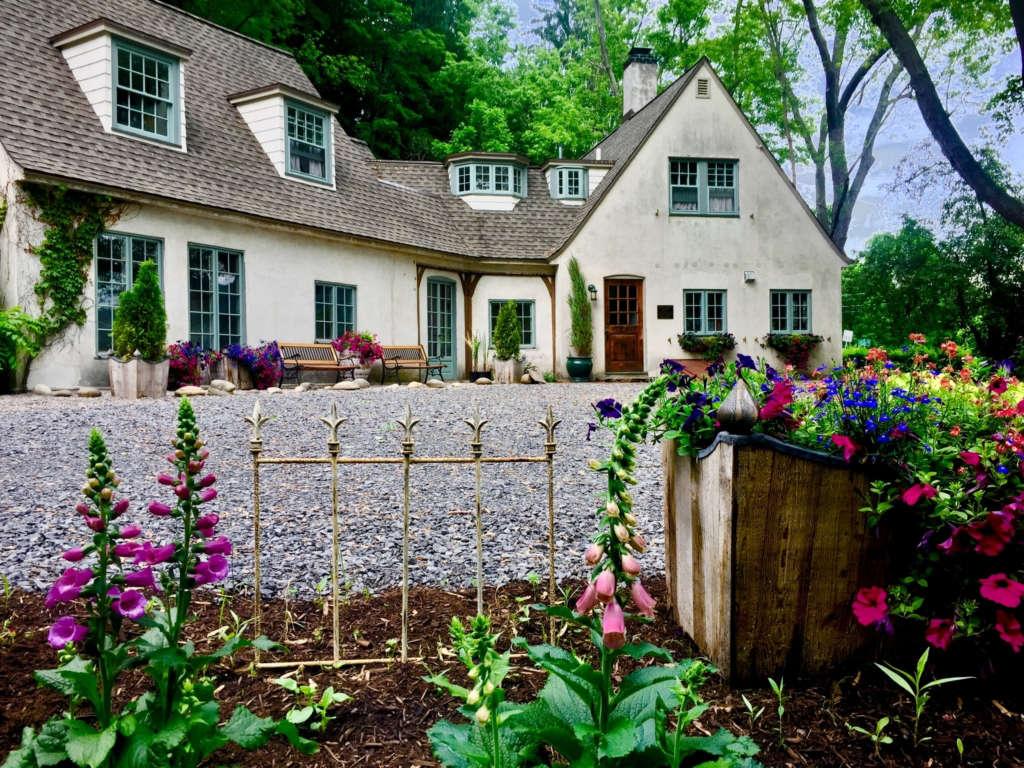 Glen Hollow: Fairytale Farmhouse
