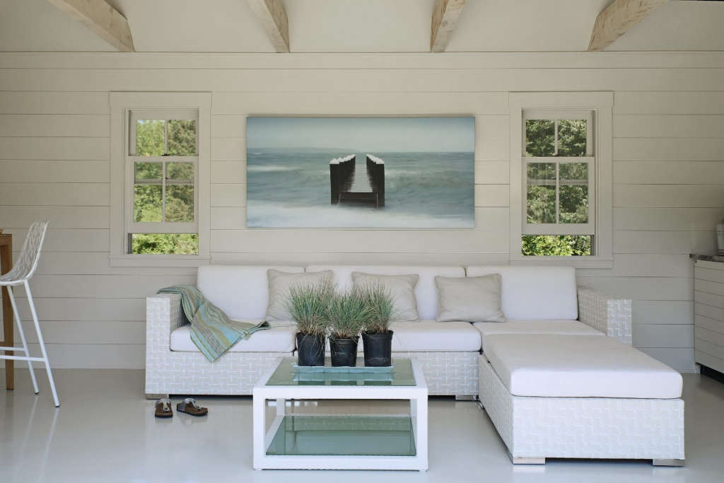 A Clean Slate, a Cool Vista and Contemporary Living Space