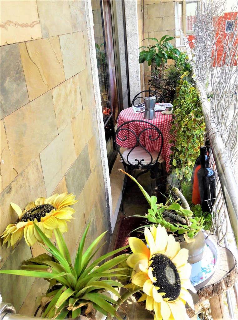 2 Sabi's French cafe style balcony