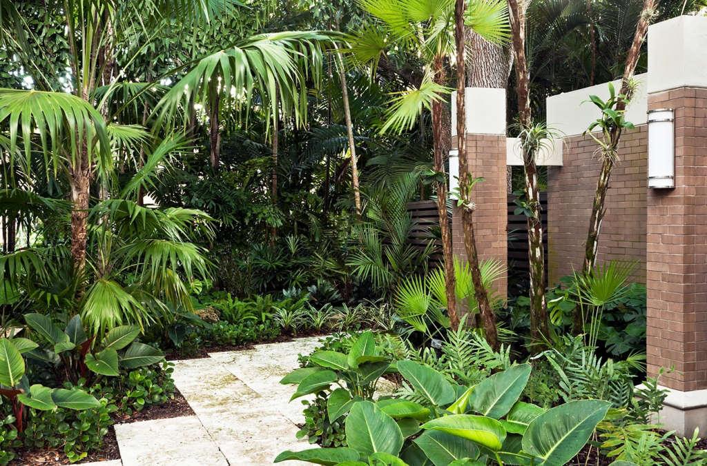 Entrance Garden | Oak Garden at Silver Bluff | Miami, Florida